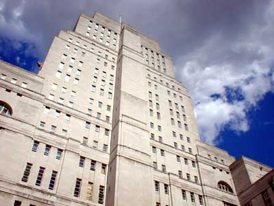 Just returned from the University of London's stunning Senate House (which looks more than a little like the corporate HQ of Tyrell Corp. in Bladerunner), where I was presenting a paper on Ron Howard's Frost/Nixon for the Remembering Watergate symposium, organised by Professor Iwan Morgan of the Institute for the Study of the Americas. This is the third time I've schlepped across the country to deliver versions of the paper this year. I've tweaked it […]