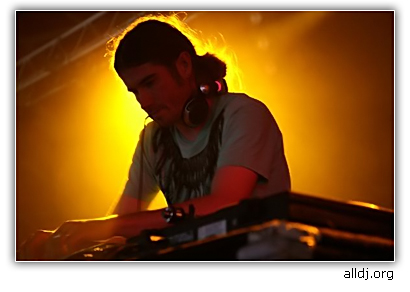 Celebrating Camp Bestival, the second half of Rob Da Bank's 2001 DJ set, exclusive for Deconstructed Live.